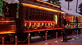 Holiday-Lights-Train-hdr   Santa Cruz via beachboardwalk.com