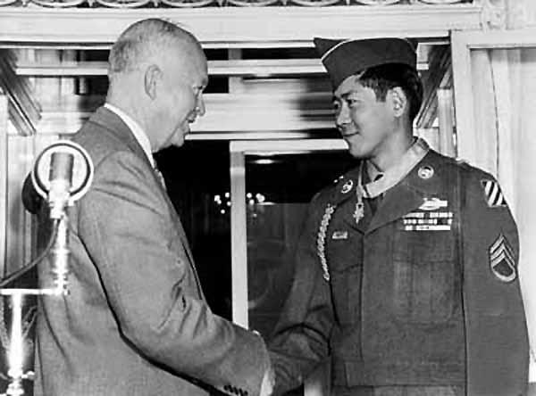 Hiroshi_Miyamura_and_Eisenhower