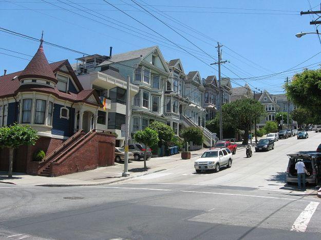 800px-CastroAnd20thStreetInSanFranciscosCastroDistrict via wikimedia